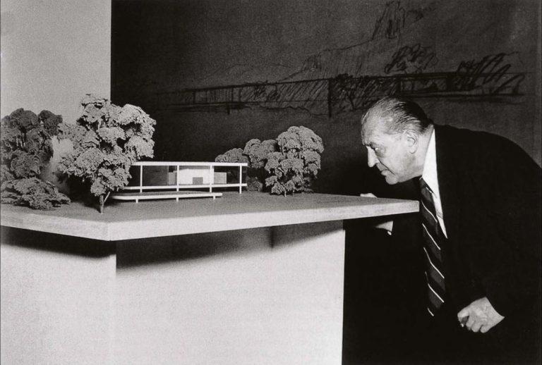 Design Luminy Mies-Farnsworth-768x518 LudwigMies van der Rohe (1886, Aix-la-Chapelle -1969, Chicago) Références  Mies van der Rohe   Design Marseille Enseignement Luminy Master Licence DNAP+Design DNA+Design DNSEP+Design Beaux-arts